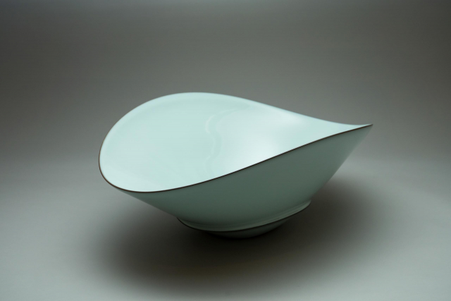 Nakano bowl with moon white glaze (big size)_Zenzo Fukushima Artisan_Naoyuki Kondo©Michelangelo Foundation